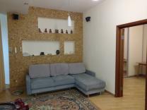 2К квартира-студия с мебелью и всей техникой... 4\9, кирпич,78м2, кладовая на этаже 2.1м2