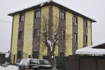 100 км от МКАД в центре г.Малоярославец, дом 422 кв.м., со всеми удобствами.