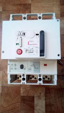 Автоматический выключатель Legrand 630A с э/приводом