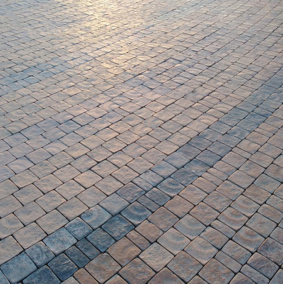 Профессиональная укладка тротуарной плитки.    фото 1 из 4