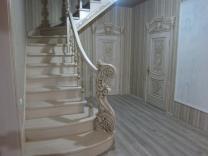 Лестницы деревянные из ясеня и дуба  изготовление на заказ