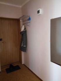 продам 1 комнатную квартиру дом 632 этаж 3. Теплая . с большим балконом