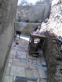 Продам 3 сотки под ИЖС Кореиз Ялта,с строением-можно прописаться,забор,ворота,сад.   фото 5 из 6