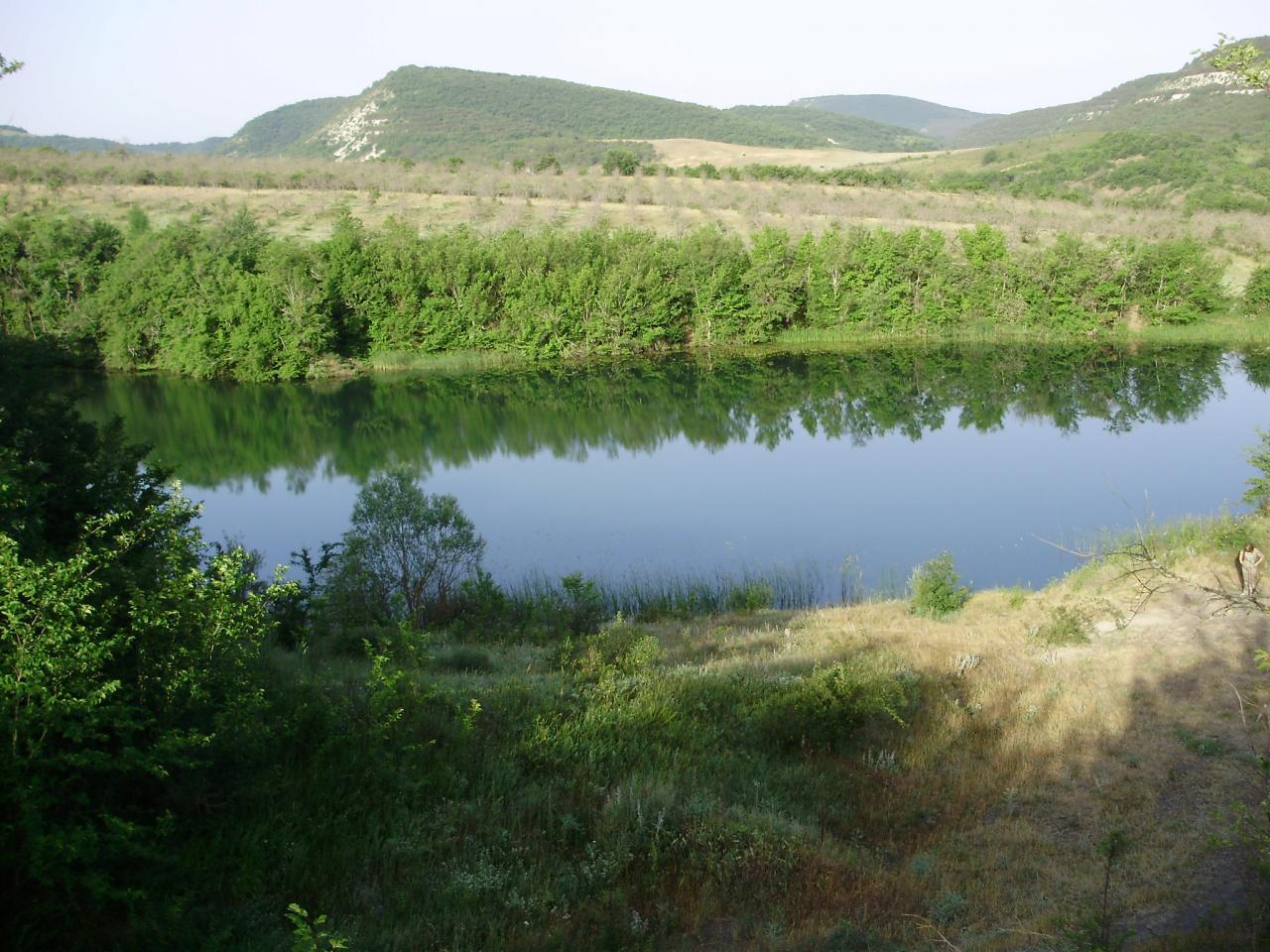 Срочно Участок ЛПХ в горной местности, центр Крыма 2 га с озером | фото 1 из 4