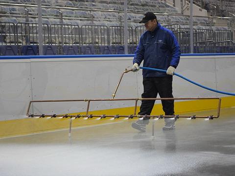 Заливка льда, катков, хоккейных коробок, обслуживание катков с естественным льдом. | фото 1 из 3