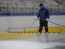 Заливка льда, катков, хоккейных коробок, обслуживание катков с естественным льдом.
