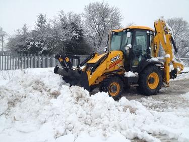 Уборка и вывоз снега с утилизацией в СПБ и ЛО | фото 1 из 4