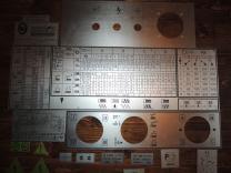 Производитель табличек для оборудования. Производим металлические таблички методом травления.