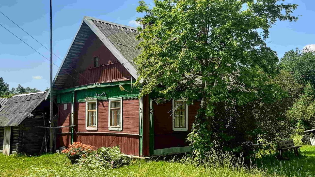 Крепкий домик хуторного типа, 1 гектар земли    фото 1 из 6