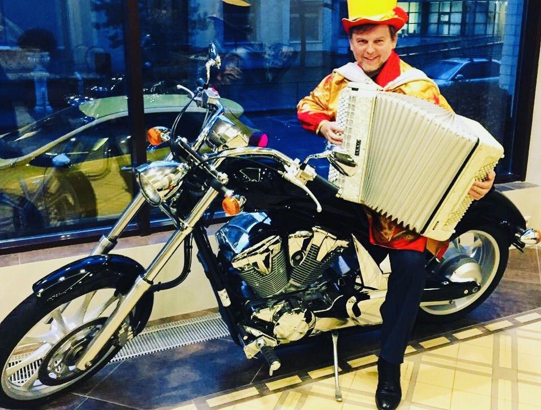 Баянист на свадьбу, праздник и юбилей в Москве.   фото 1 из 4