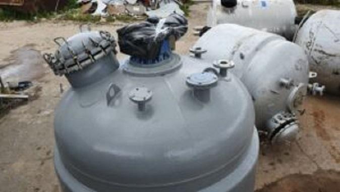 ПродаетсяРеактор нержавеющий, объем — 3,2 куб.м.   фото 1 из 1