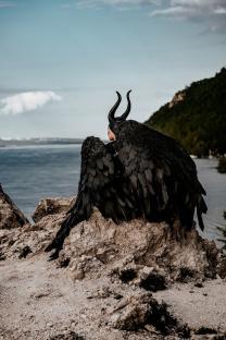 ЧЕРНЫЕ КРЫЛЬЯ Напрокат. САМАРА  Для фотосессий,  Черные крылья, материал - изолон.  Размах 1,60, высота 1,20  На фотографиях, как сами крылья, так и примеры фотосессий.    | фото 5 из 6