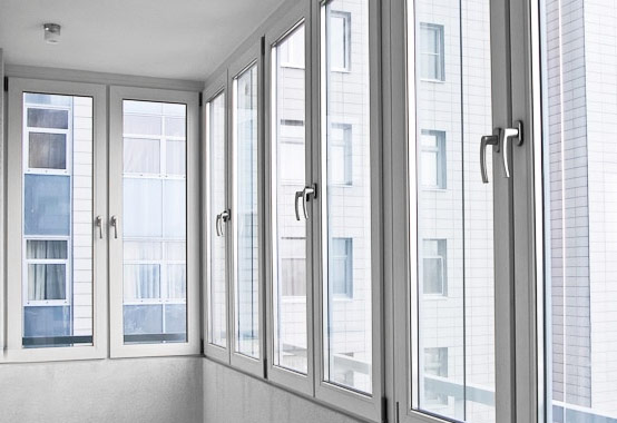 Отделка, остекление и расширение балконов и лоджий, монтаж окон и дверей ПВХ   фото 1 из 6